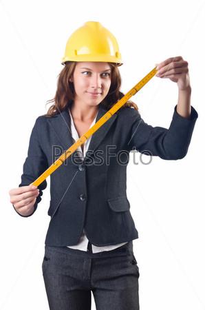 Женщина-строитель с рулеткой