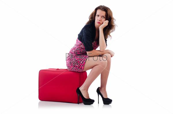 Молодая женщина с чемоданом