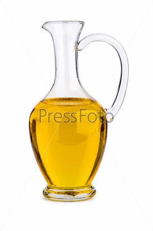 Небольшой стеклянный графин с подсолнечным (или оливковым или кукурузным) маслом на белом фоне