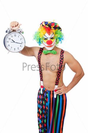 Клоун с будильником на белом фоне