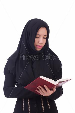 Фотография на тему Молодая мусульманская студентка с книгой