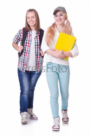 Пара молодых студентов на белом фоне