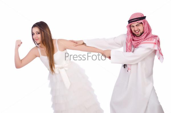 Фотография на тему Арабский мужчина с женой на белом фоне