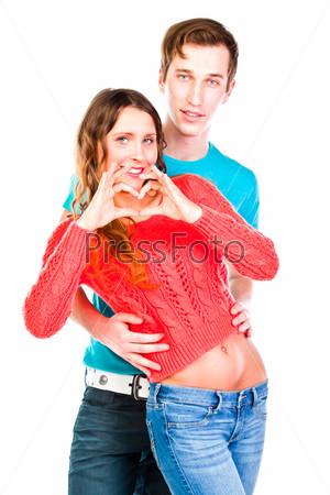 Красивая пара любящих друг друга молодых людей