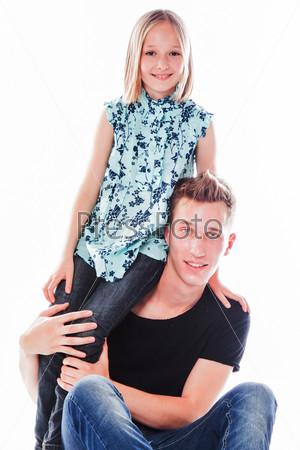 Молодой папа с красивой дочкой