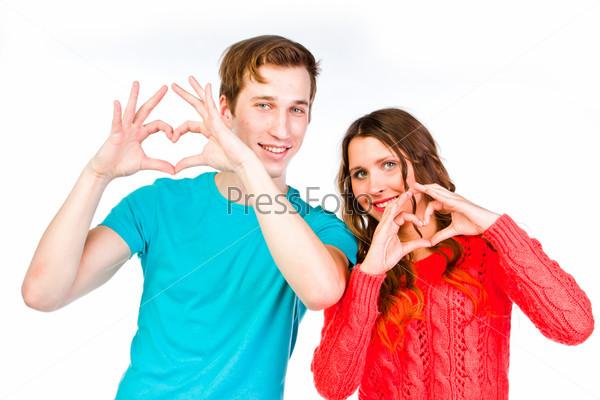 Фотография на тему Красивая пара любящих друг-друга молодых людей