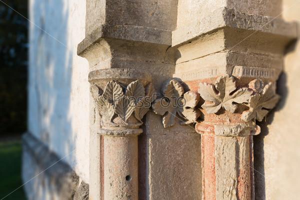 Фотография на тему Капитель западного портала церкви Карья. Эстония