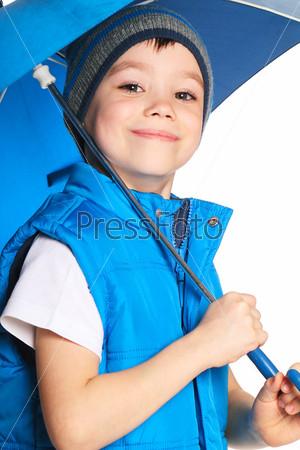 Фотография на тему Мальчик с зонтом