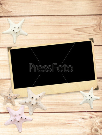 Старое фото и морские звезды