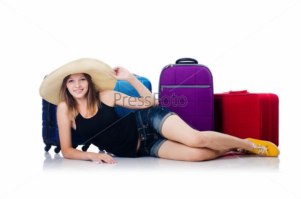 Молодая девушка путешествует, изолировано на белом фоне