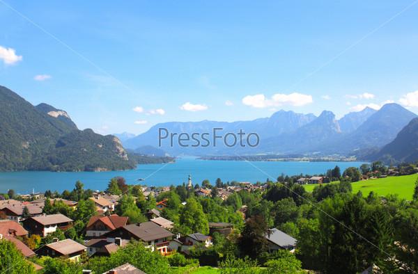 Озеро Вольфгангзее в Альпах, Австрия