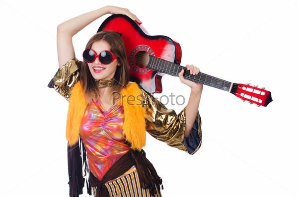 Фотография на тему Высокий гитарист, изолированный на белом фоне