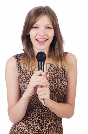 Певица с микрофоном на белом фоне