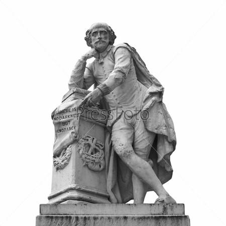 Статуя Уильяма Шекспира (1874 год) на Лестерской площади, Лондон, Великобритания, изолированная на белом фоне