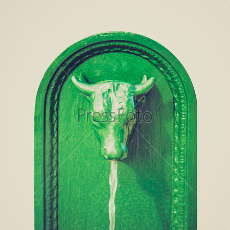 Фотография на тему Винтажная фотография фонтана Маленький бык в Турине, Италия