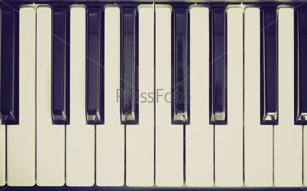 Винтажная фотография фрагмента черно-белой клавиатуры пианино