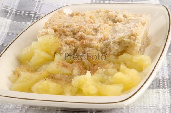 Яблочный пирог с яблочным домашним соусом