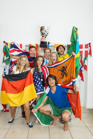 Фотография на тему Успешные спортсменов с различными национальными флагами