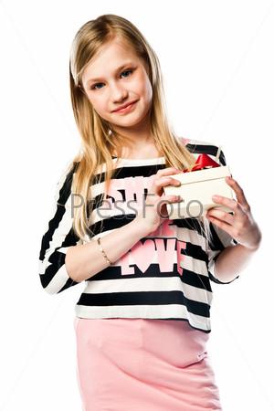 Фотография на тему Красивая девочка с подарком