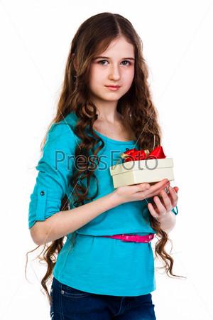 Фотография на тему Маленькая и красивая девочка с подарком