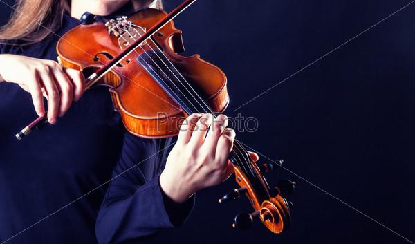 Фотография на тему Музыкант играет на скрипке