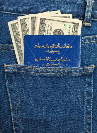 Паспорт Афганистана и доллары в кармане