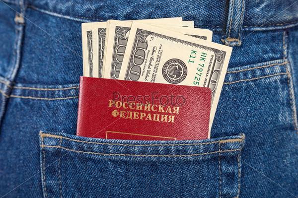 Российский паспорт и доллары в кармане