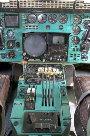 Рычаги управления двигателем в кабине Ту-144
