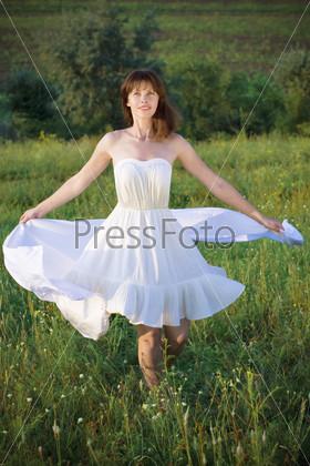 Скачать песню в белом платье кружиться