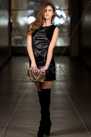 Сексуальная девушка с сумочкой фото фильм четвертый