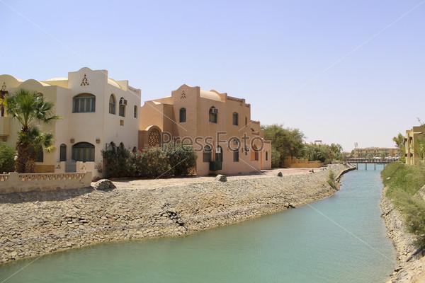 Берега канала в египетском городе Эль-Гуна на берегу Красного моря