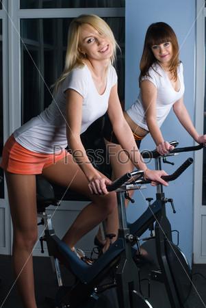 Телки на велотренажерах 1