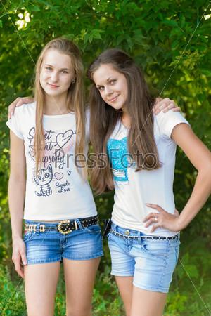 смотреть онлайн тела голеньких девчушек подростков