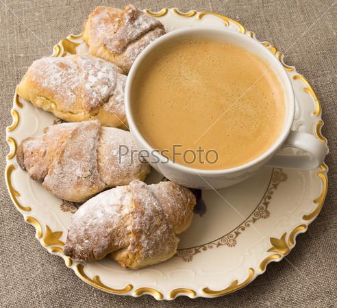 Сладкие булочки с кофе