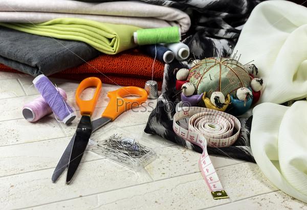 Швейные принадлежности и ткани