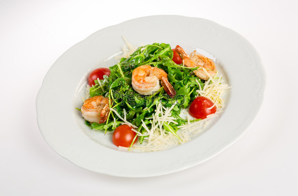 Salad from eruca and shrimps