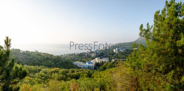 Панорама побережья Алушты. Профессорский уголок