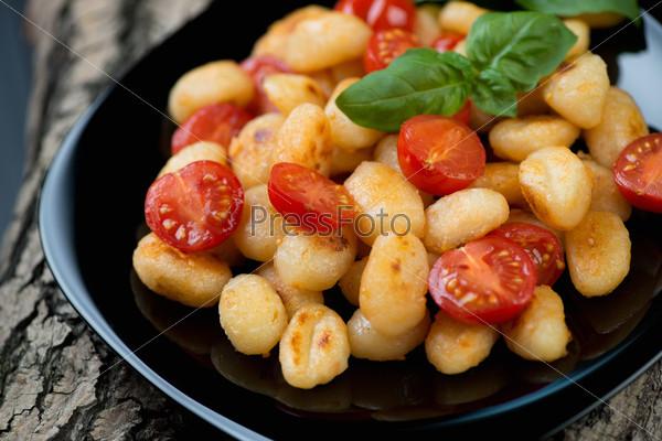 Обжаренные итальянские ньокки с помидорами