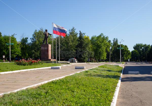 Памятник Ленину в центре г. Стаханов