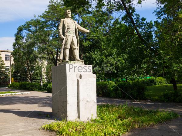 Памятник Орджоникидзе в г. Стаханов