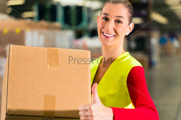 worker holds package in warehouse of forwarding