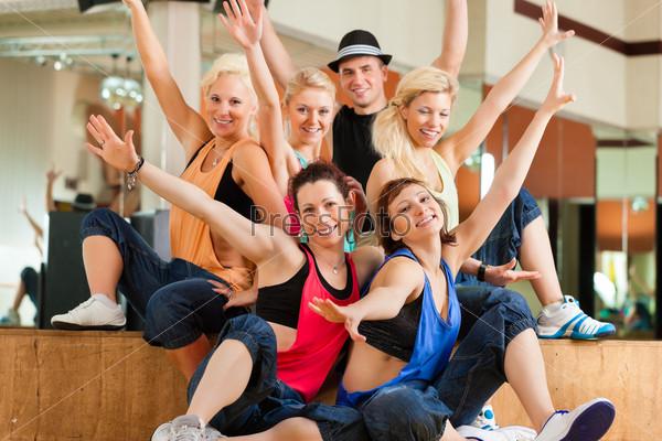 Zumba or Jazzdance - young people dancing in studio