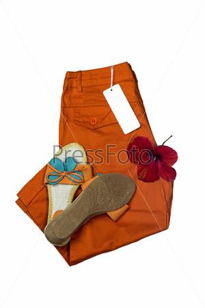 Оранжевые женские шлепанцы и бриджи крупным планом