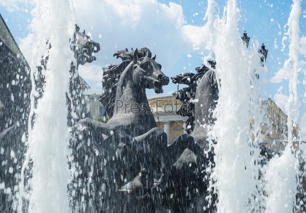 Москва, Фонтан Четырех сезонов на Манежной площади
