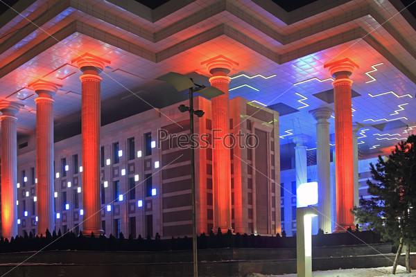Ночная подсветка здания фонда преидента Казахстана в Алма-Ате