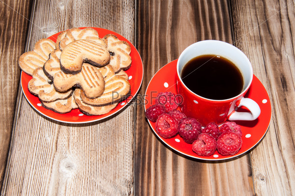Ripe raspberry and coffee cup
