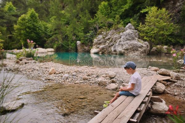 Мальчик на мосту