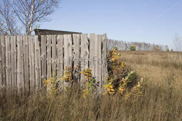 Деревенский забор из досок