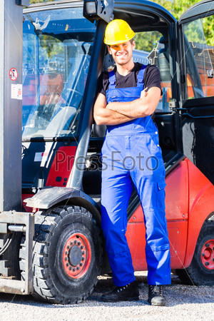 Builder driving site pallet transporter or lift fork truck