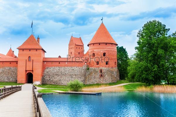 Bridge and gates of Trakai castle